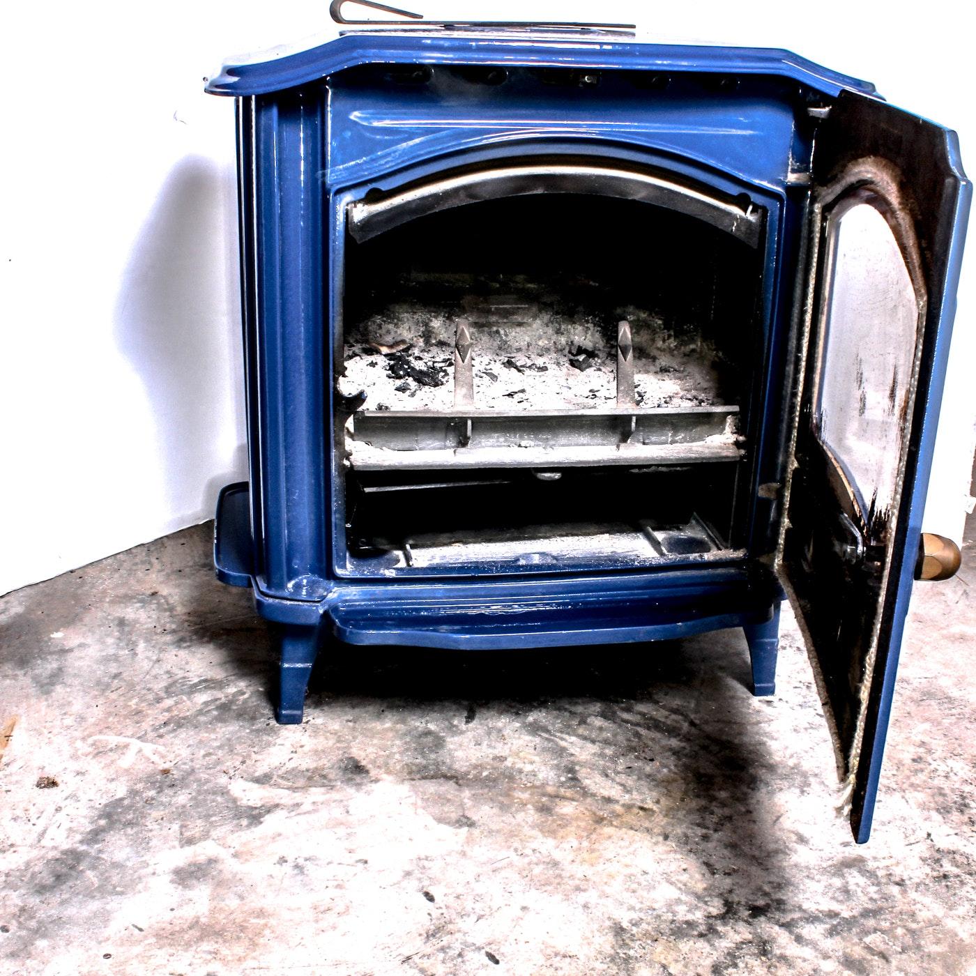 Efel Quot Symphony Quot Cast Iron And Enamel Wood Burning Stove Ebth