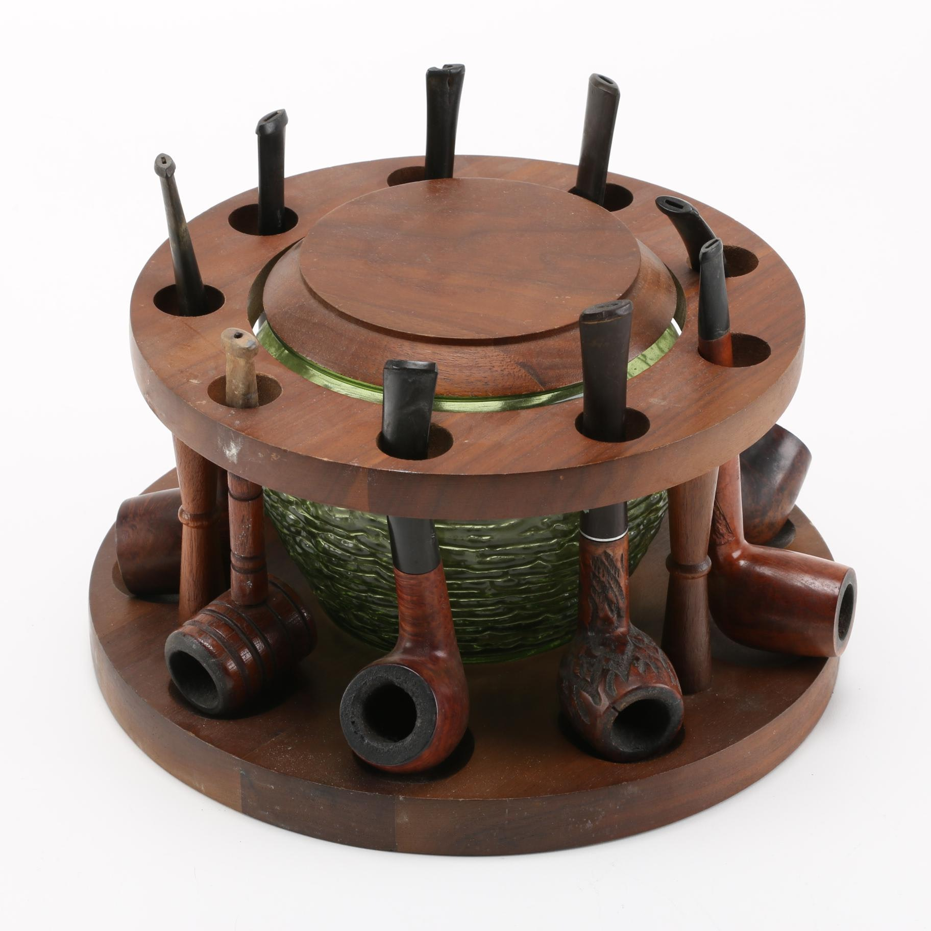 Tobacco Pipes With Circular Pipe Rack