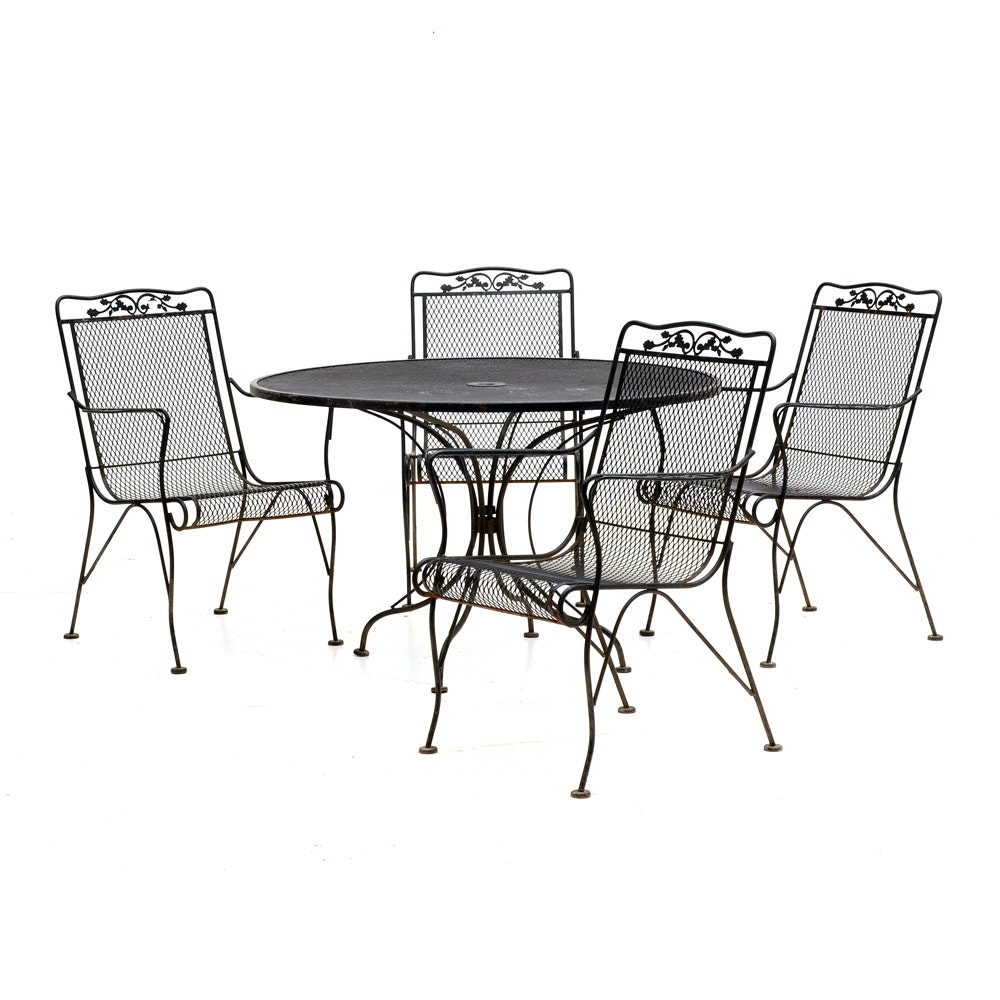 Round Patio Dining Table and Four Chairs