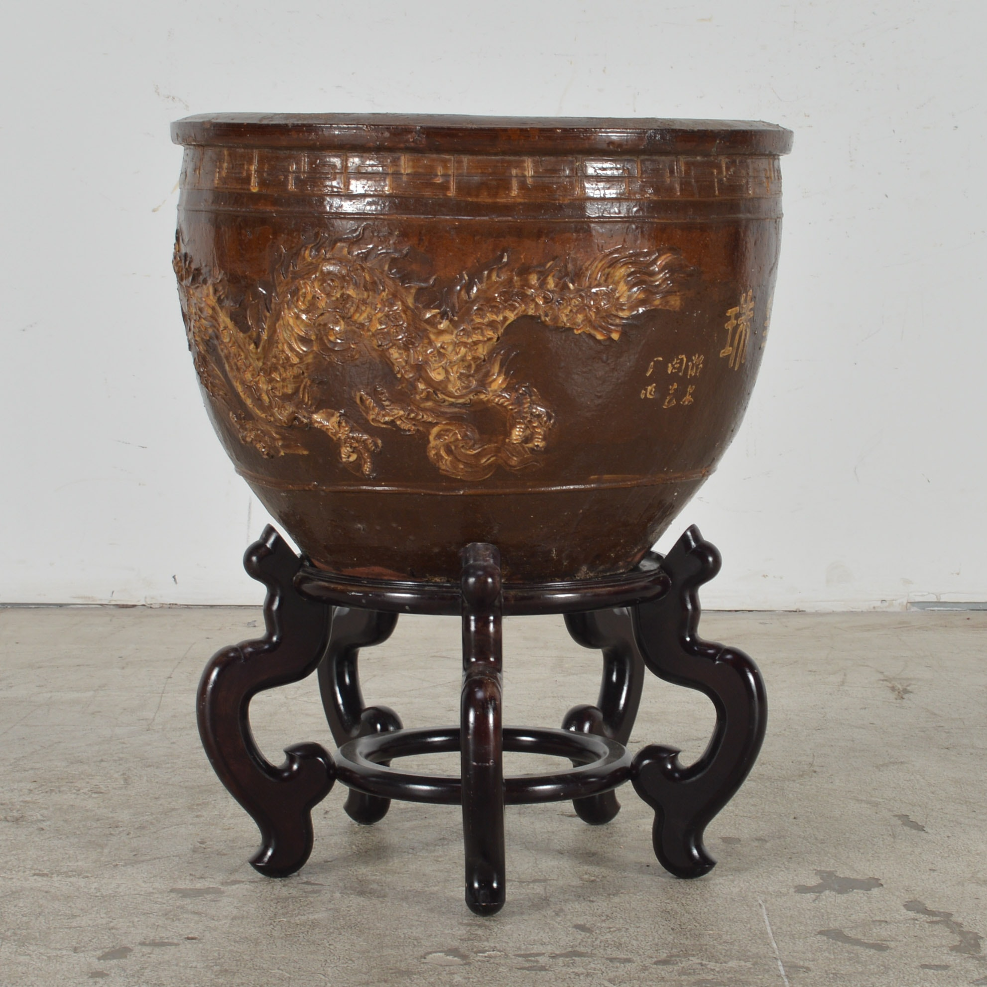 Chinese Dragon Earthenware Pot