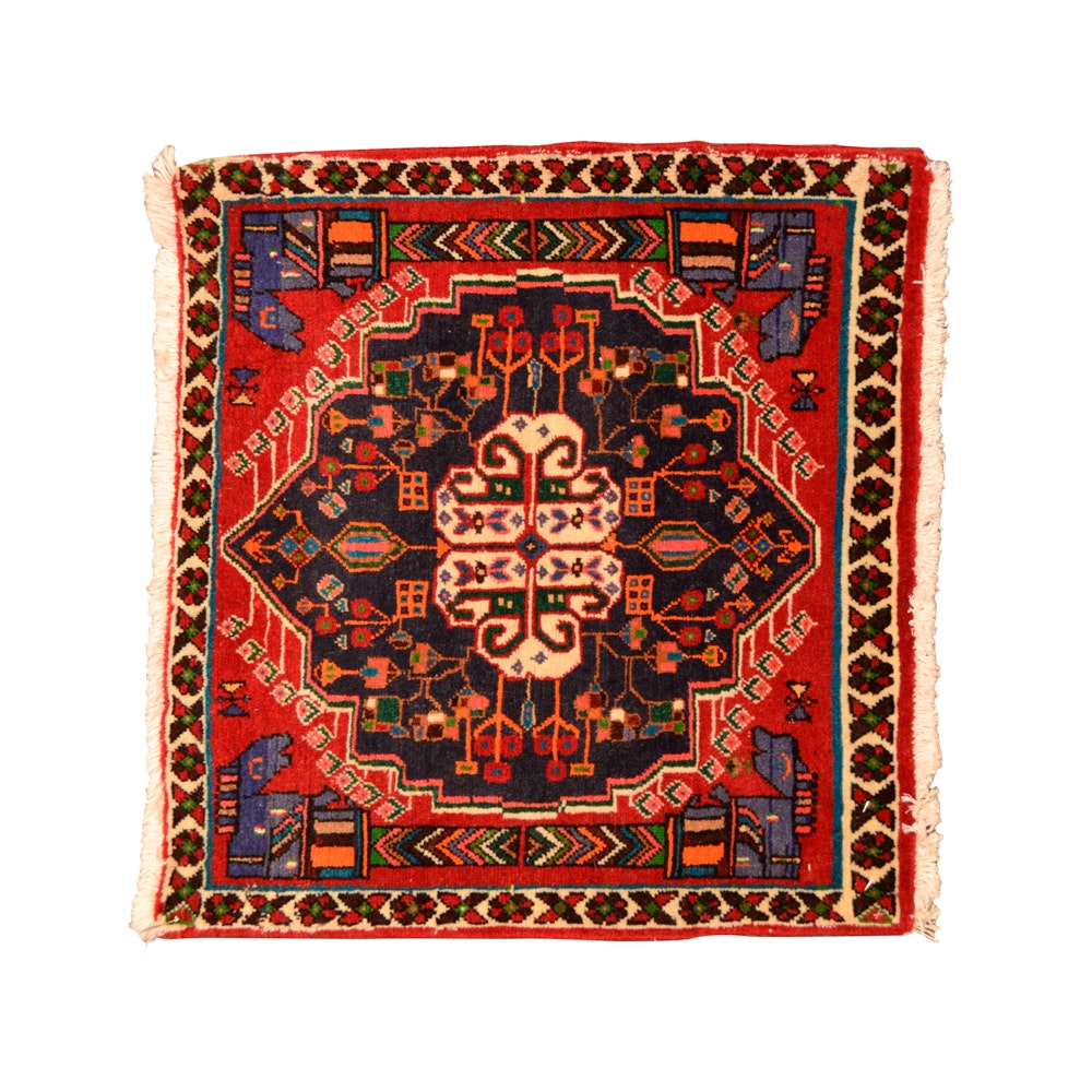 Hand-Knotted Qashqai Wool Accent Rug