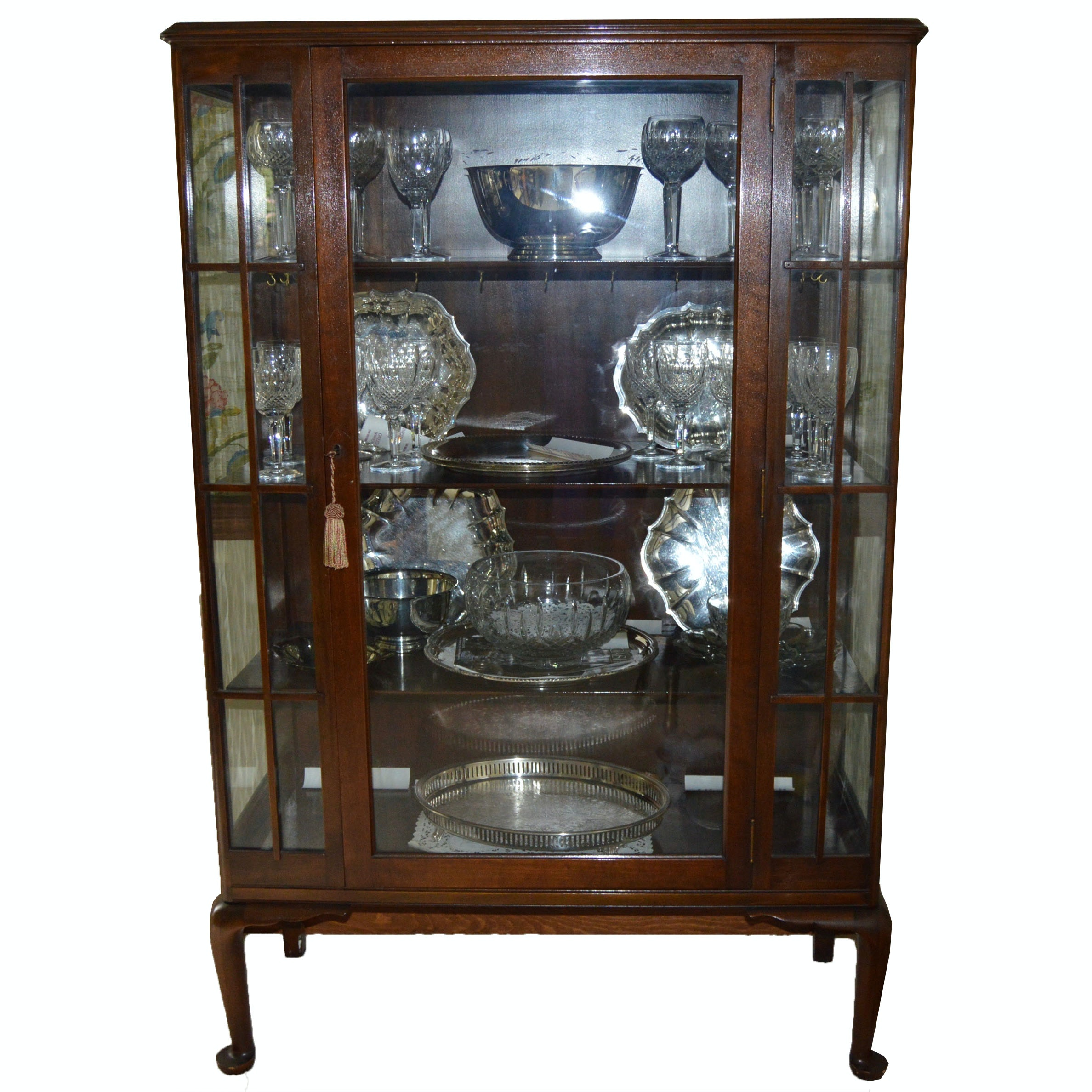 Vintage Queen Anne Style China Cabinet ...