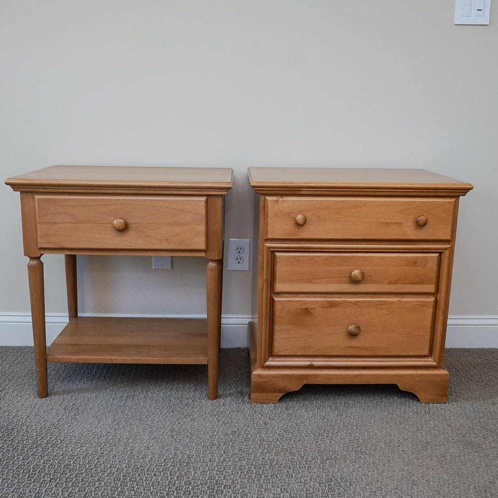 Maple Stained Nightstands Including Möbel