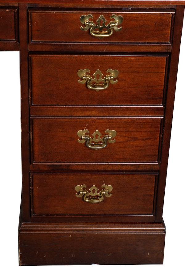 Vintage Double Pedestal Desk By Sligh Furniture Co Ebth