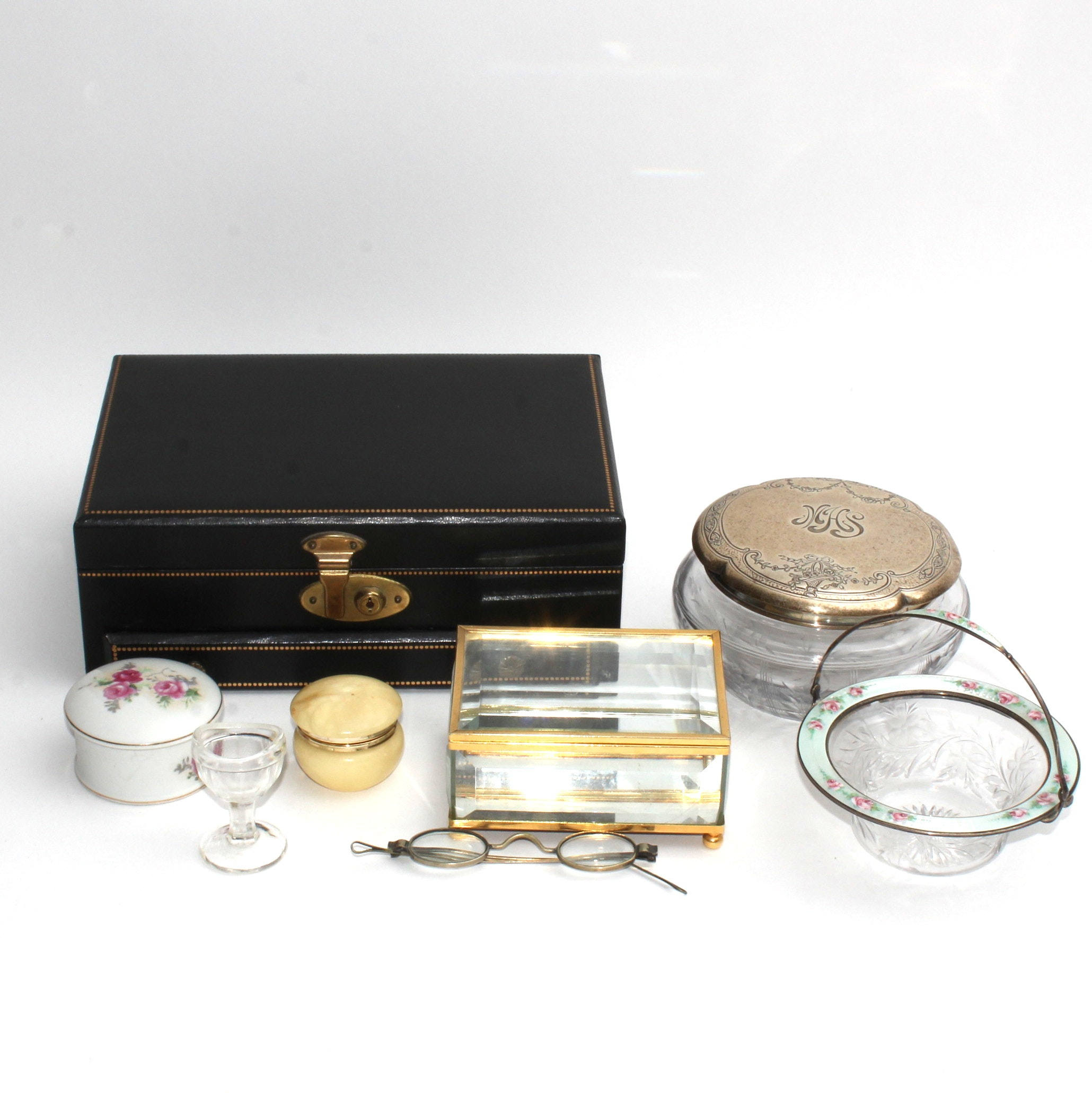 Dresser Items and Vintage Personal Effects