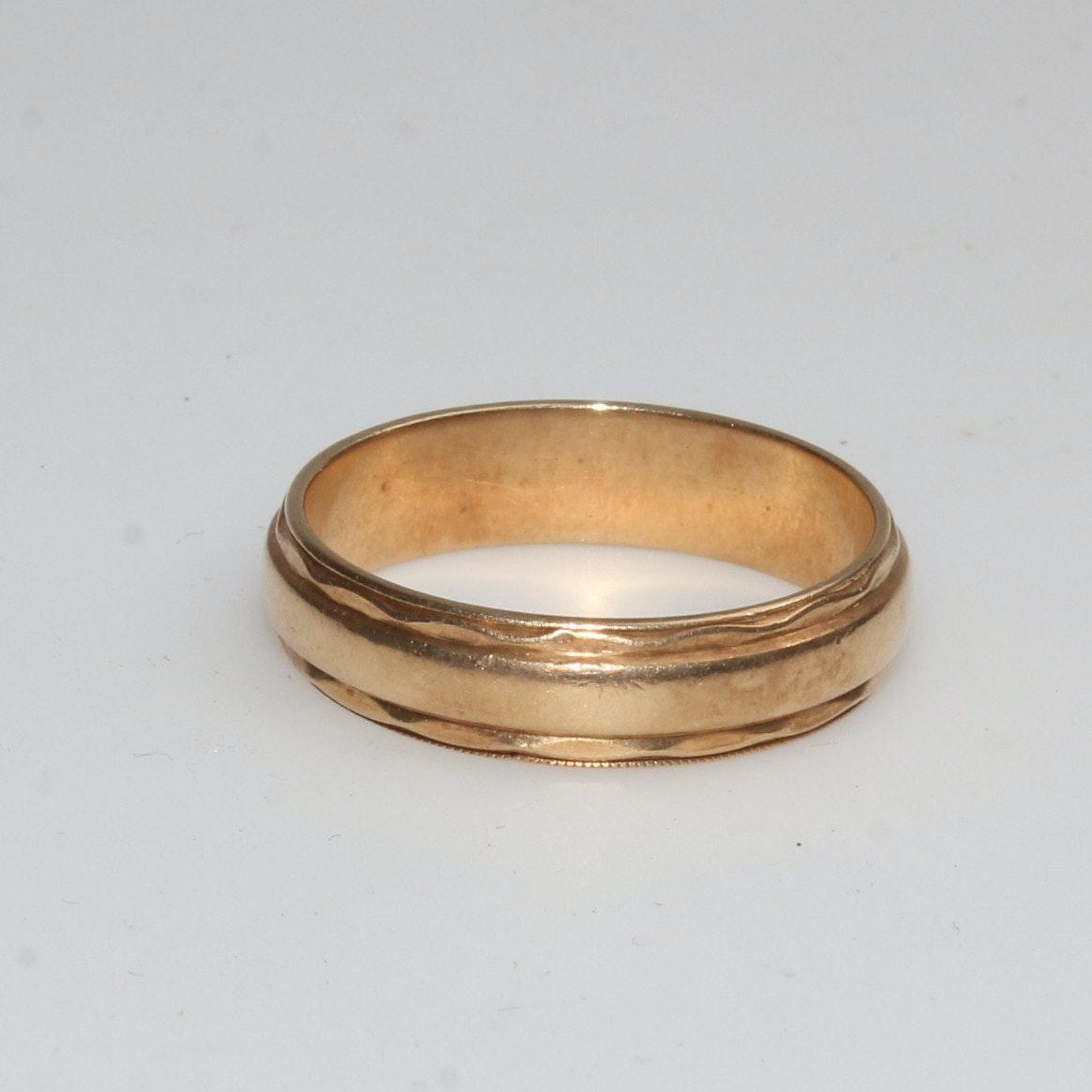 14K Gold Vintage Wedding Band