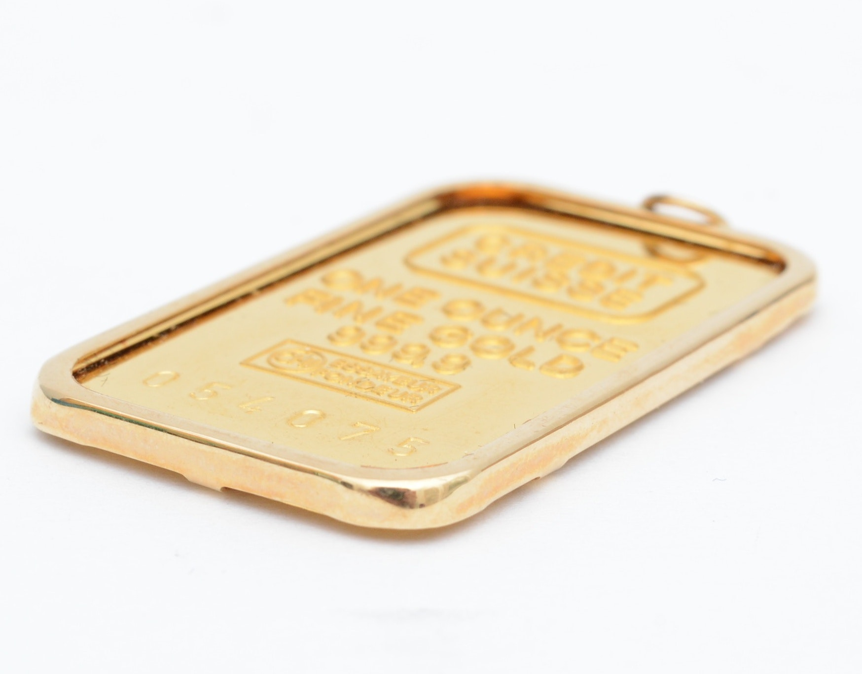 credit suisse fine gold essayeur fondeur 25 gram gold pamp bar features the image of fortuna with the iconic pamp suisse design and a purity of 24 karat fine gold all bars are inscribed with essayeur fondeur to guarantee their authenticity.