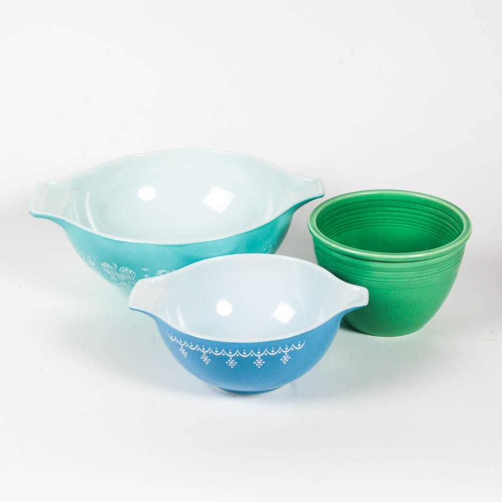 Vintage Pyrex Mixing Bowls and a Fiesta Ware Bowl