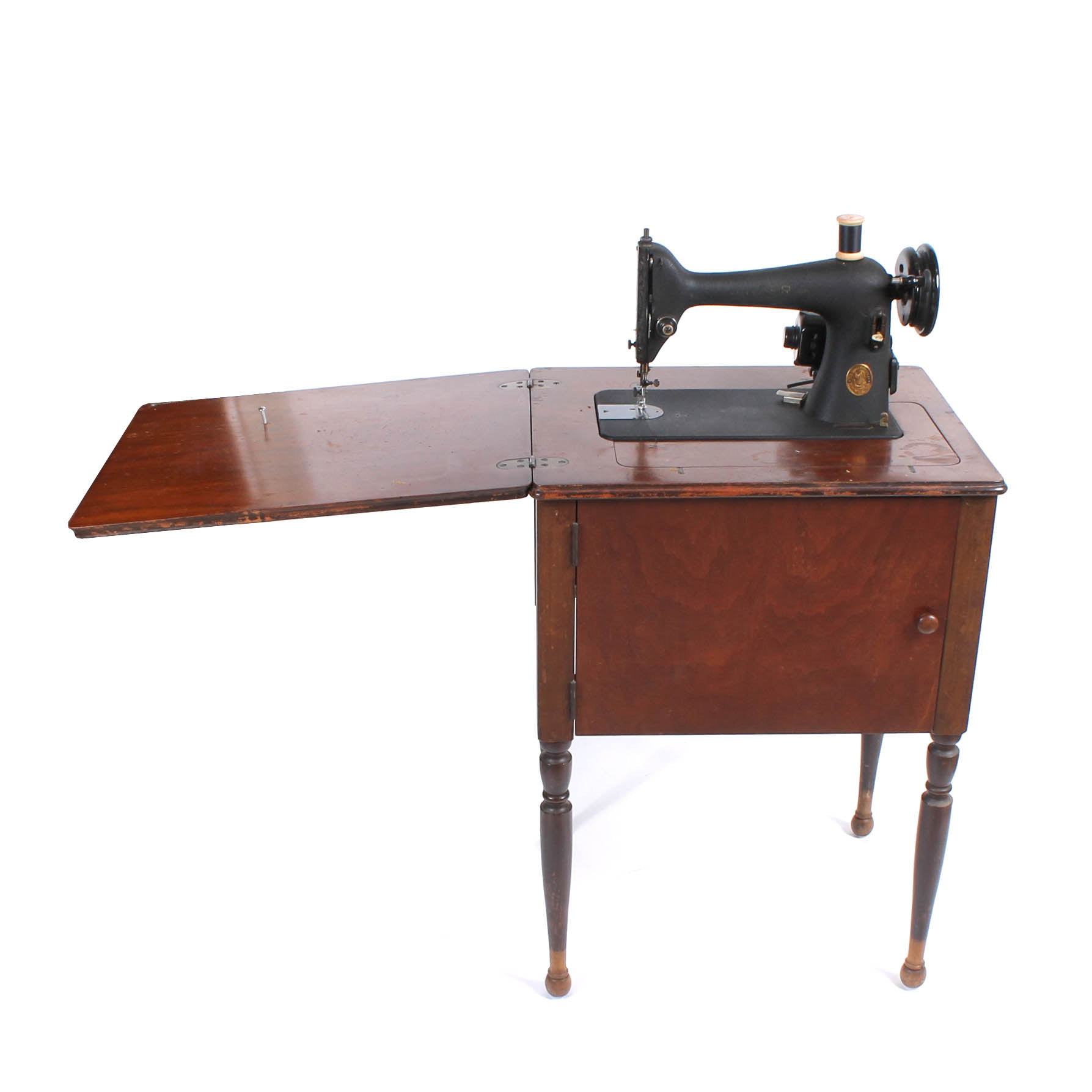 Superbe Vintage Singer Sewing Machine With Sheraton Style Cabinet ...
