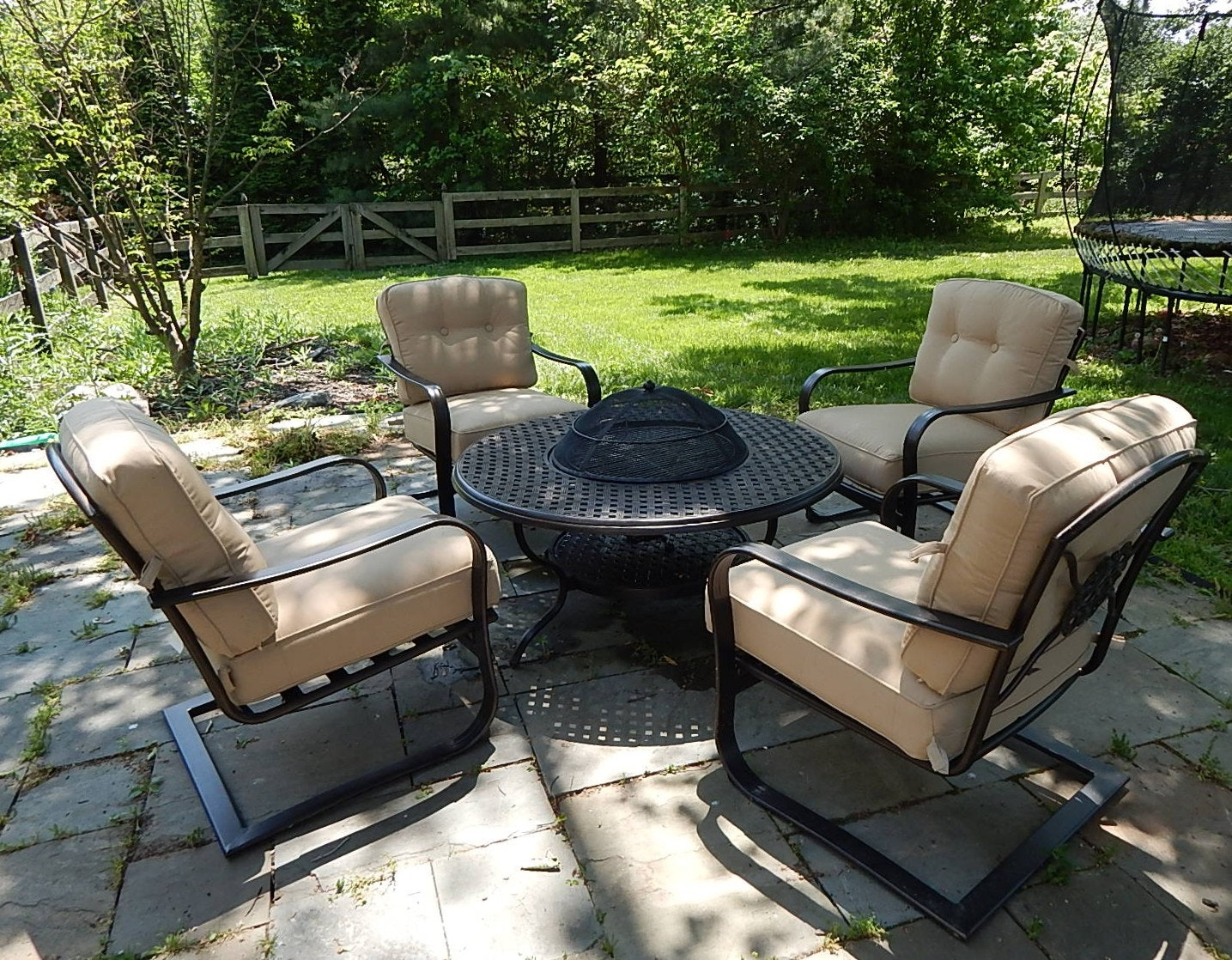 Watsonu0027s Patio Fire Pit/Grill Table And Four Chairs ...