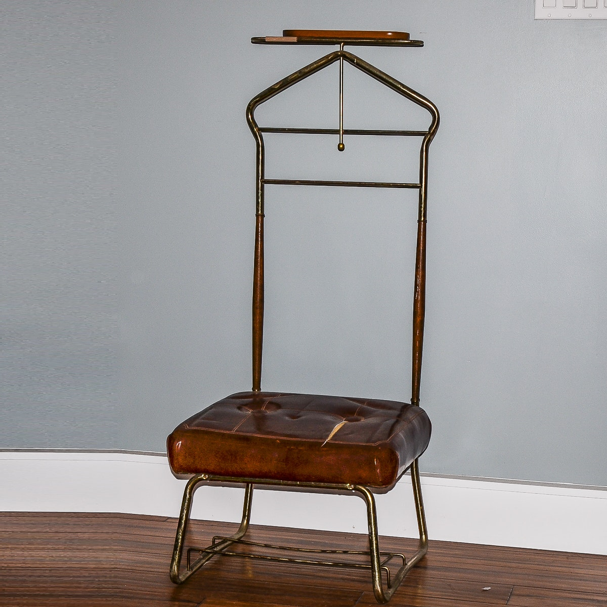 Vintage Valet Stand by Pearl-Wick Corp. & Vintage Valet Stand by Pearl-Wick Corp. : EBTH