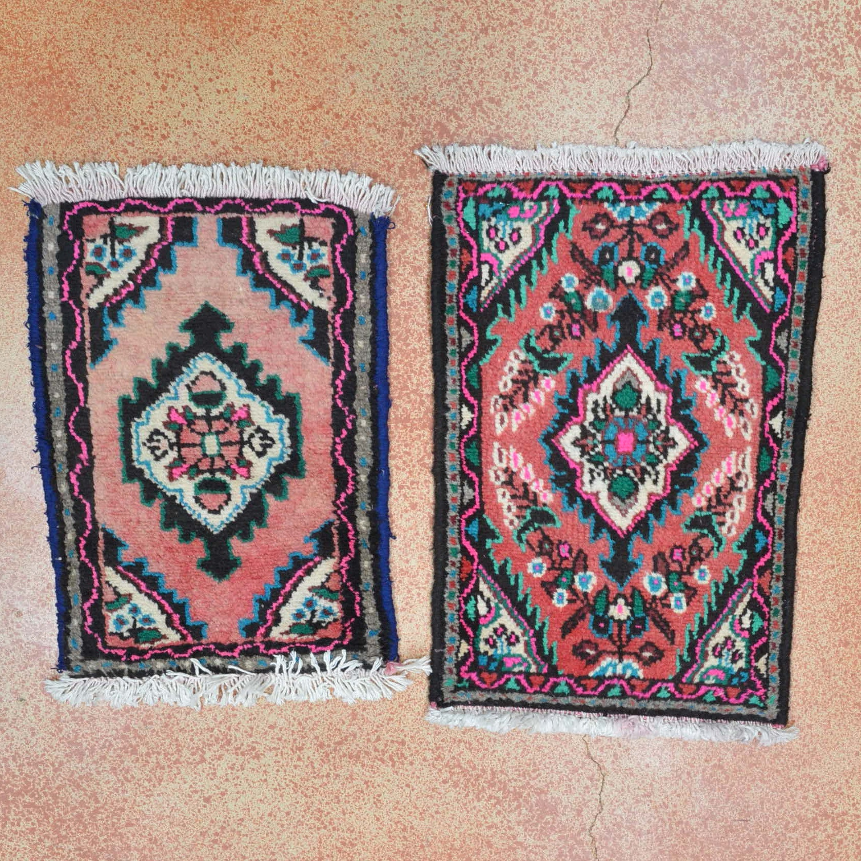 Hand Knotted Hamadan Accent Rugs