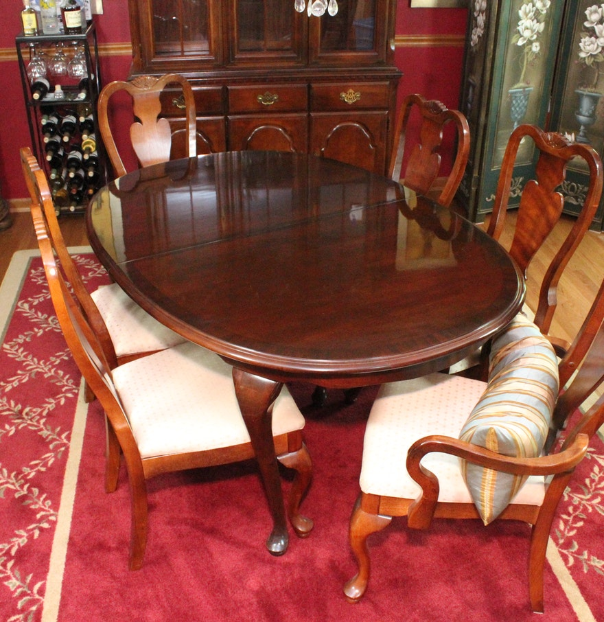 Queen Anne Style Extendable Dining Table and Chairs by Broyhill : EBTH