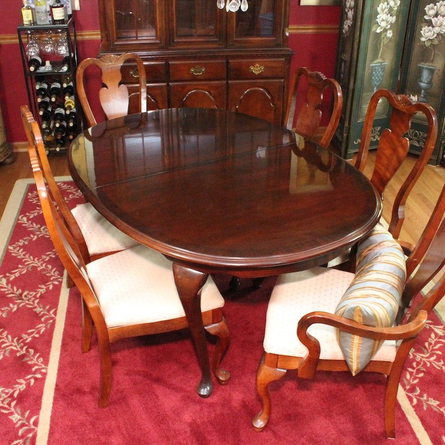 Queen Anne Style Extendable Dining Table And Chairs By Broyhill Ebth