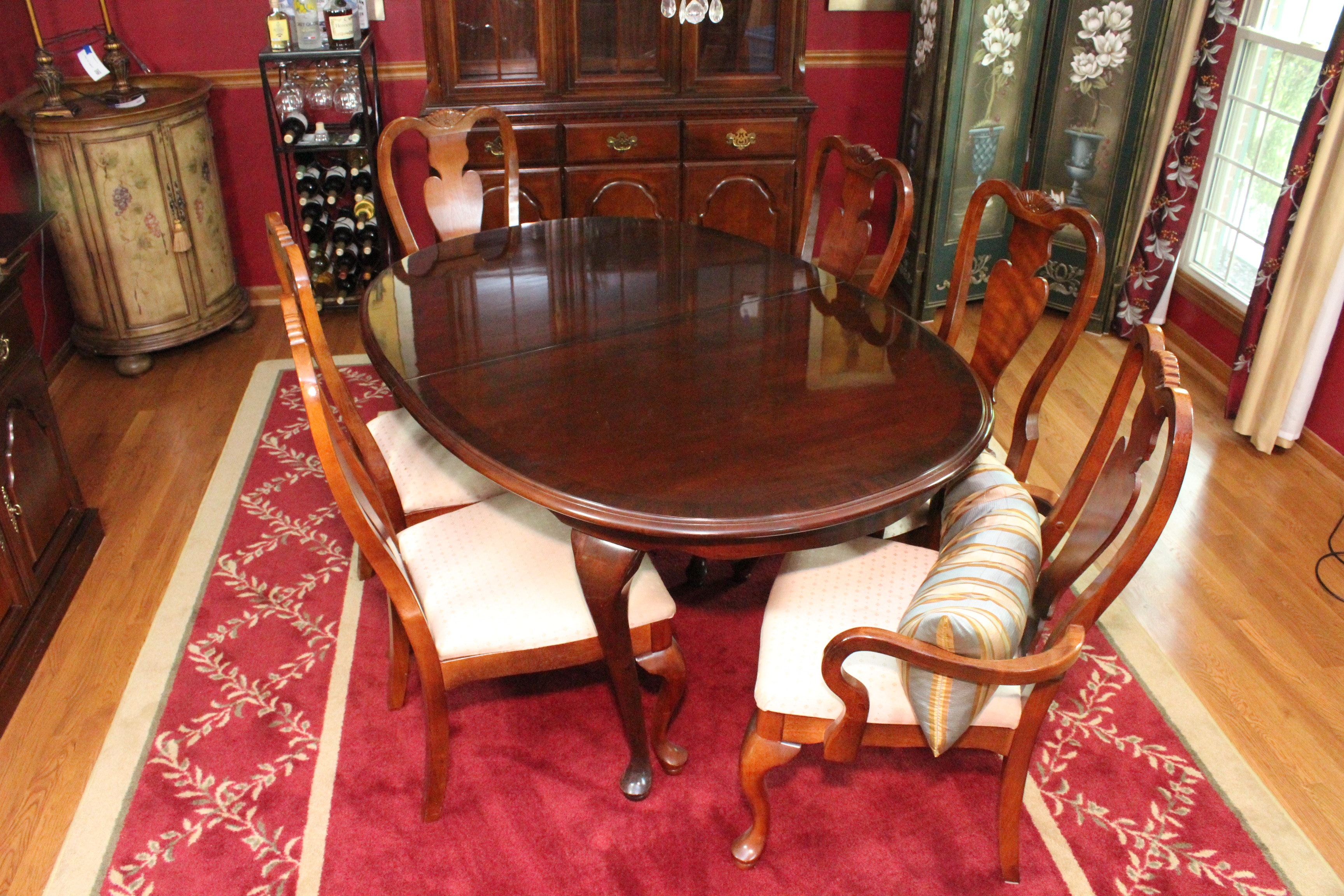 Queen Anne Style Extendable Dining Table And Chairs By Broyhill ...