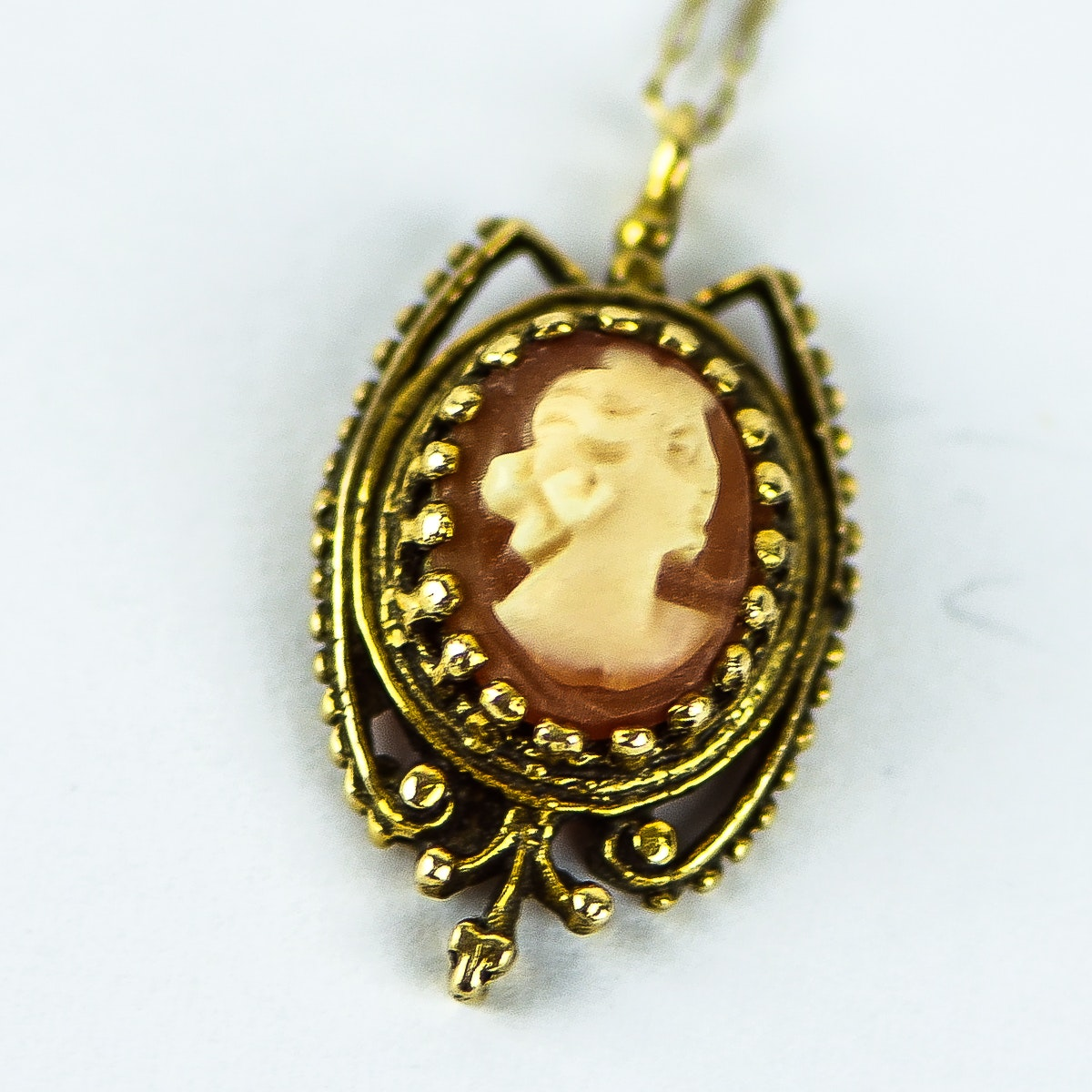 Vintage 14K Yellow Gold and Carved Shell Cameo Pendant Necklace