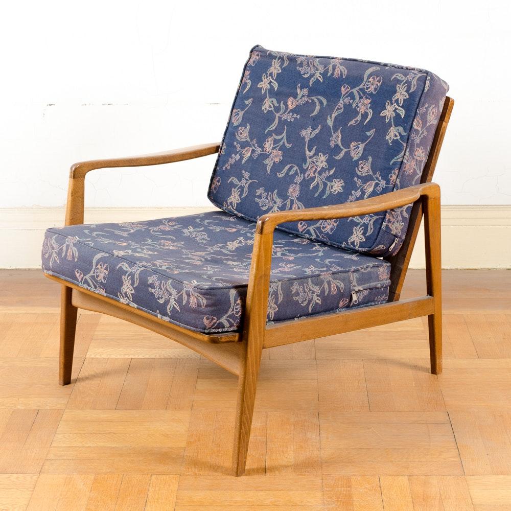 Scandinavian Mid Century Modern Lounge Chair
