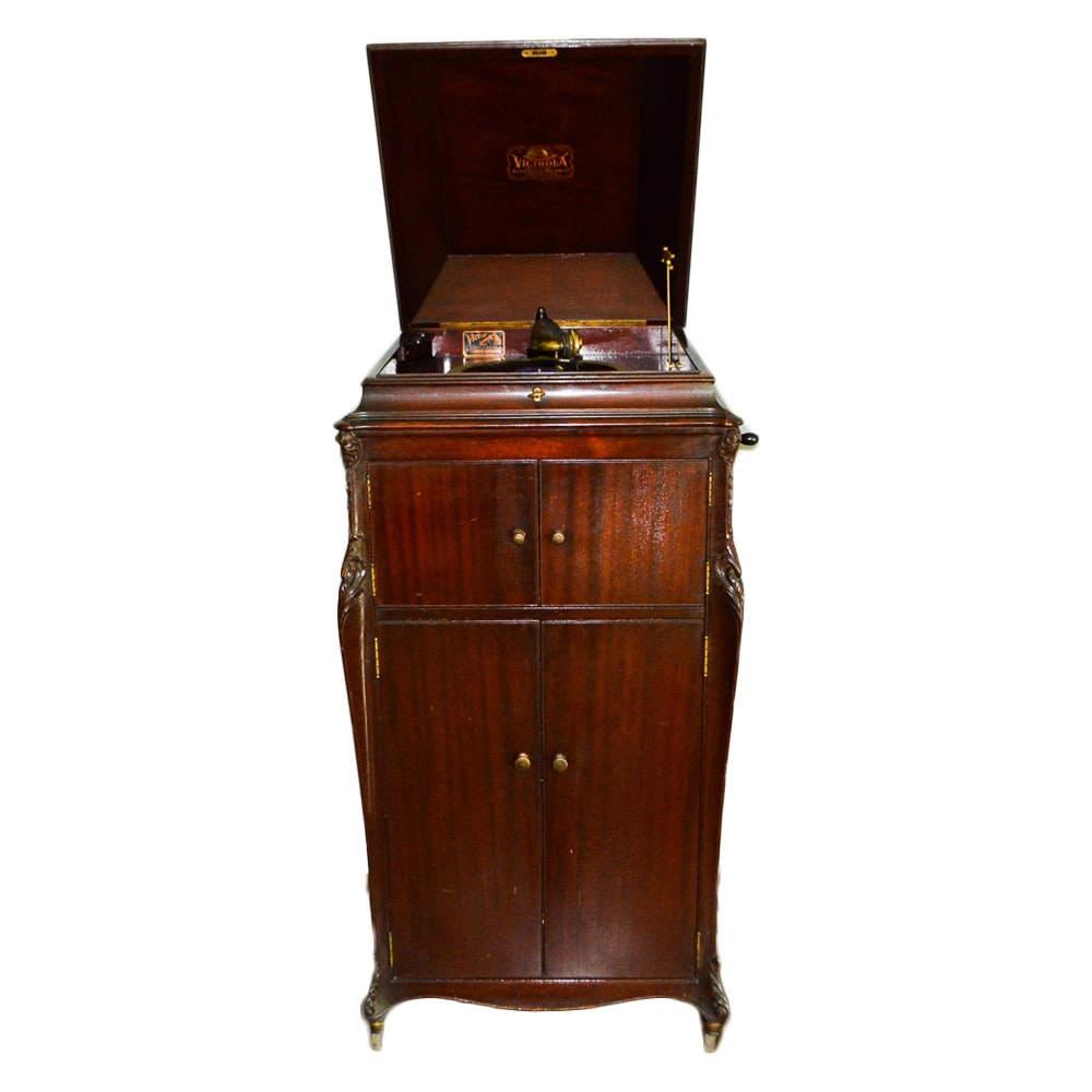Antique Victrola Victor Talking Machine and Records
