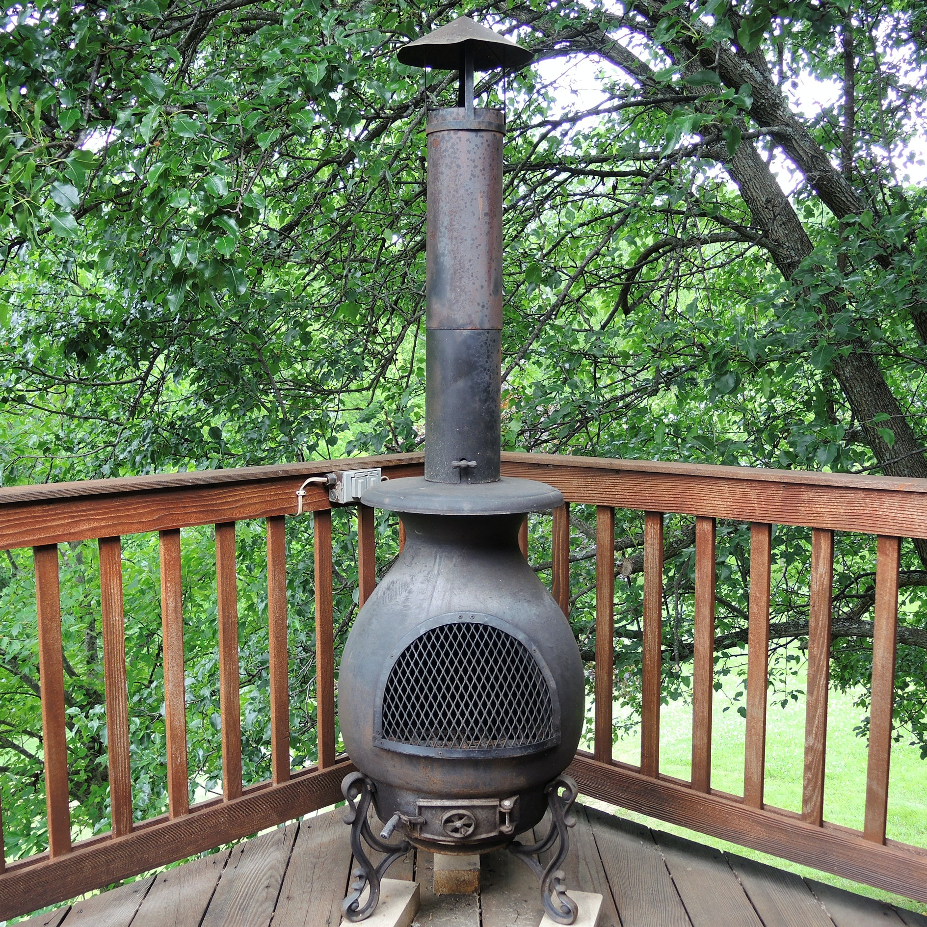 Cast Iron Pot Belly Patio Chiminea