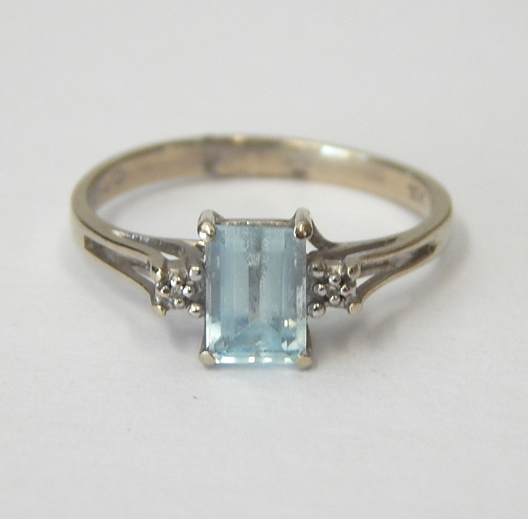 10K White Gold and Aquamarine Ring