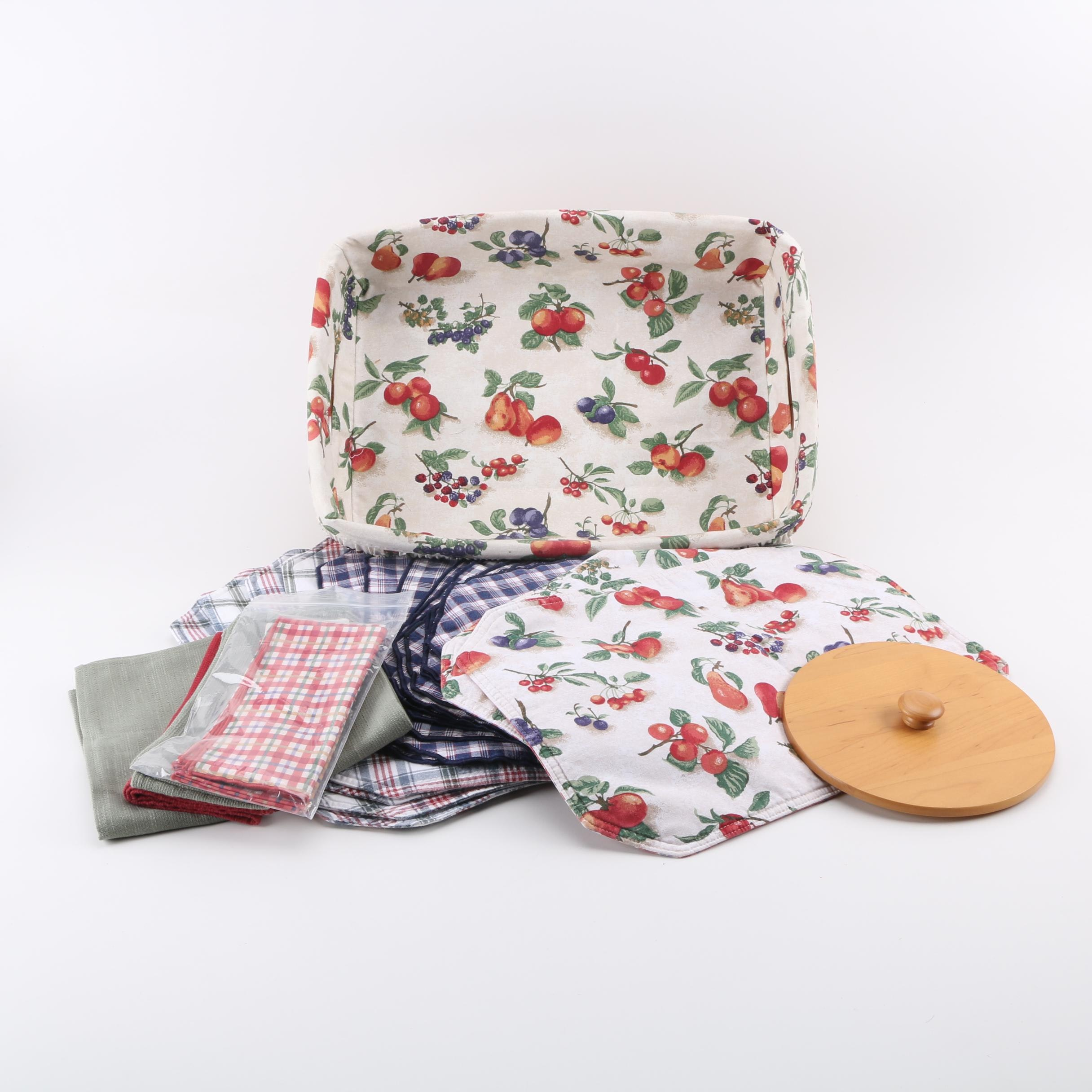 Longaberger Basket with Assortment of Table Linens