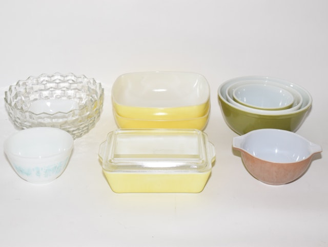 Vintage Pyrex Bowls and Dishes