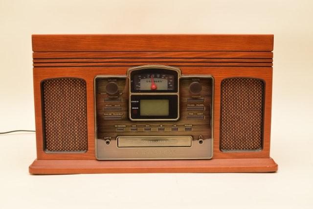 in addition Crosley Radio Cr31 Wa  panion Radio Player 1947993 additionally 1263315712 additionally Crosley Ijuke together with 4013971 Crosley Wr 18 Wurlitzer Jukebox Radio Cd Storage Cabi  Wvxu. on crosley jukebox radio cd player