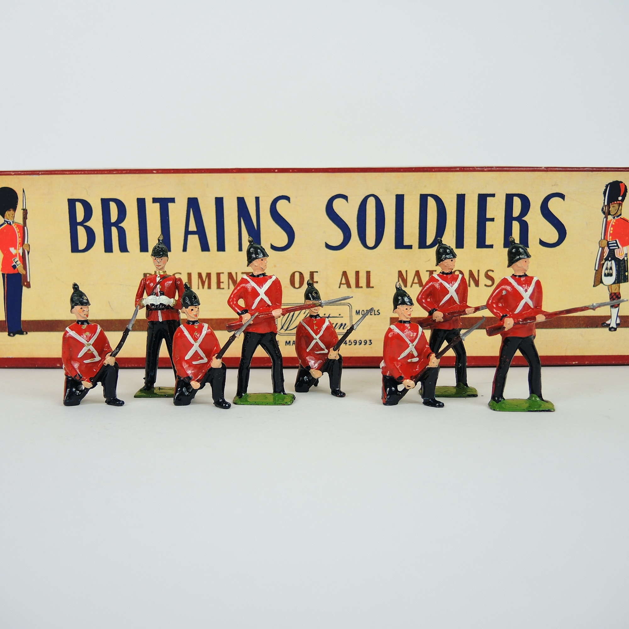 "Britains Soldiers 1950s Cast Lead ""The Somerset Light Infantry"" Set"