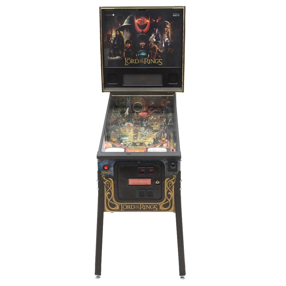 """2003 Stern """"Lord of The Rings"""" Pinball Machine"""