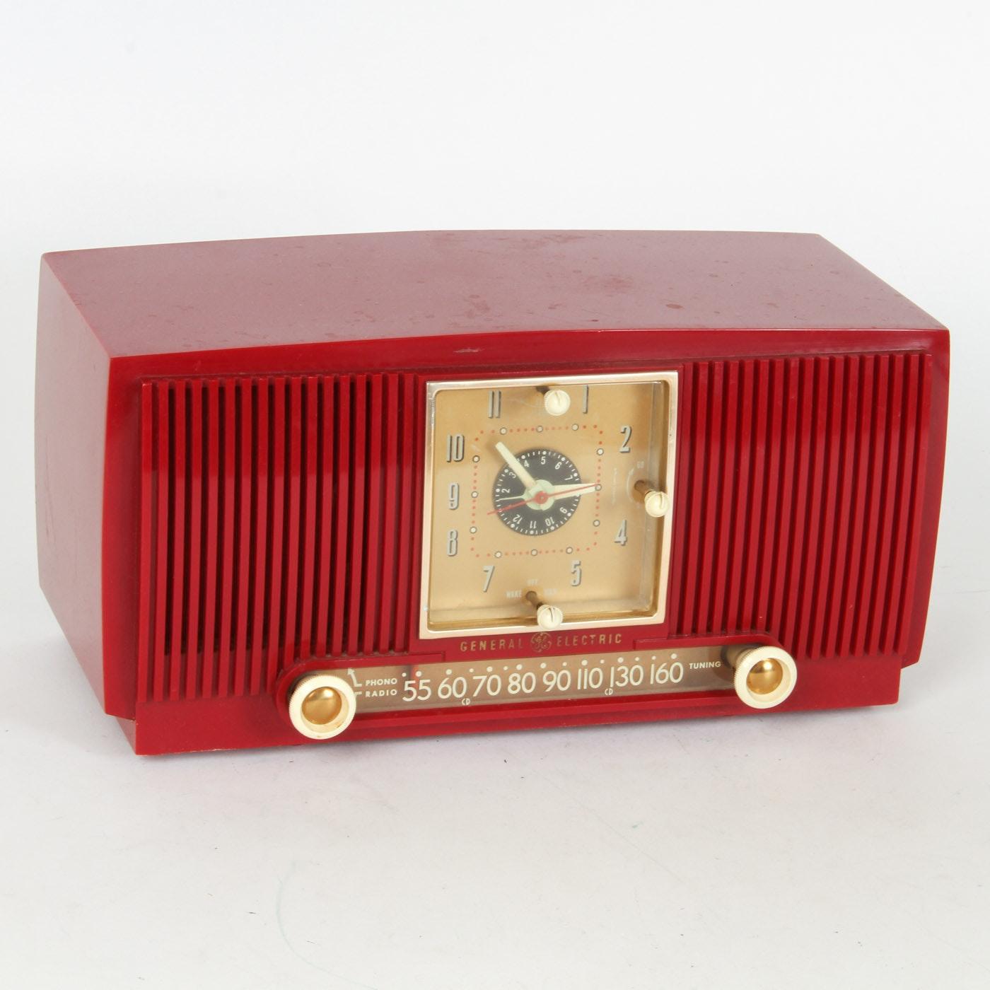 Vintage General Electric Clock Radio | EBTH