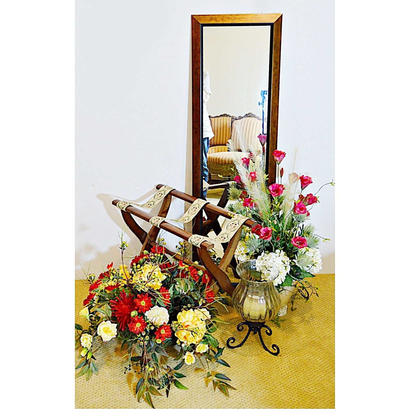 Decor with Wall Mirror, Floral Arrangements, Vase, Luggage Rack