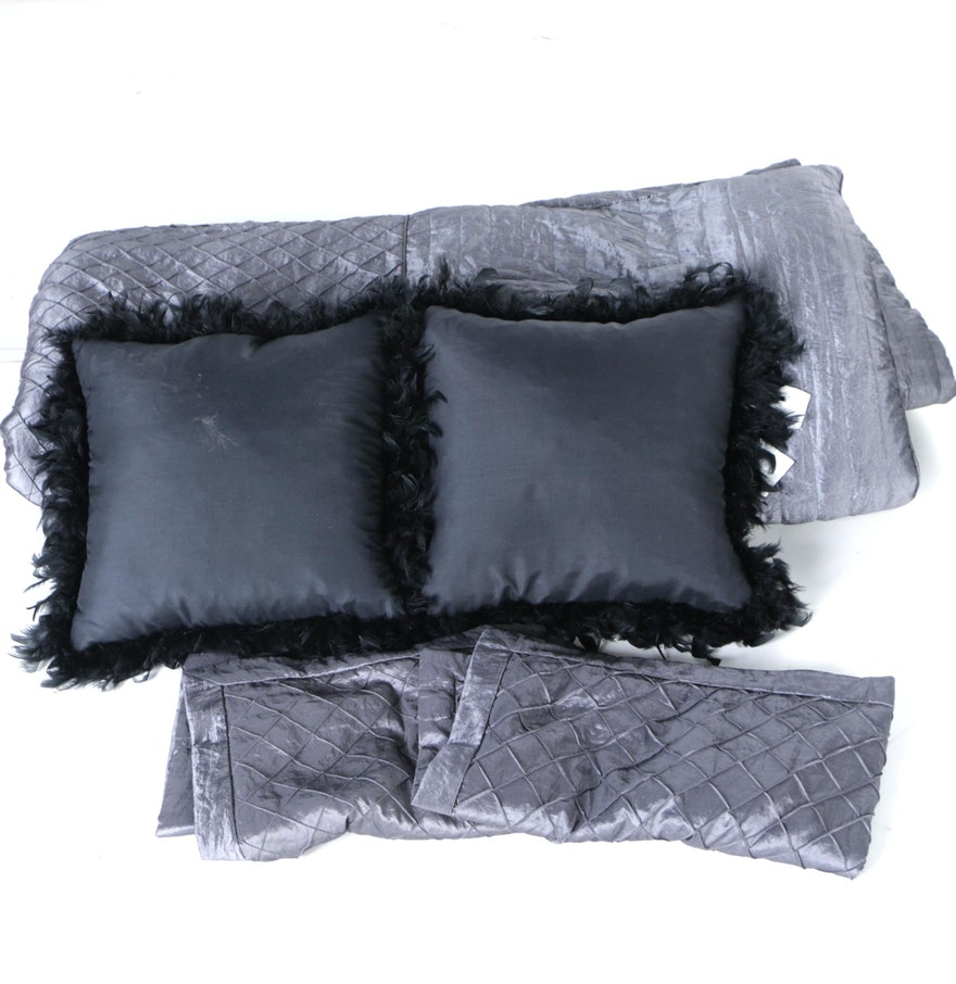 King Size Bedding with Two Black Throw Pillows : EBTH