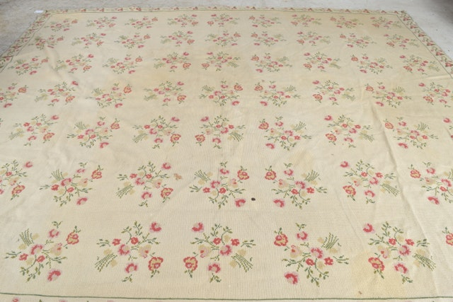 Room Sized Floral Power Loomed Area Rug