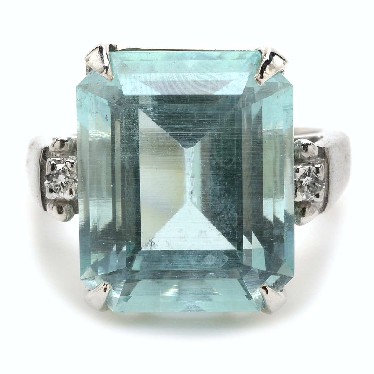 14K White Gold 15.38 Carats Natural Aquamarine Diamond Cocktail Ring