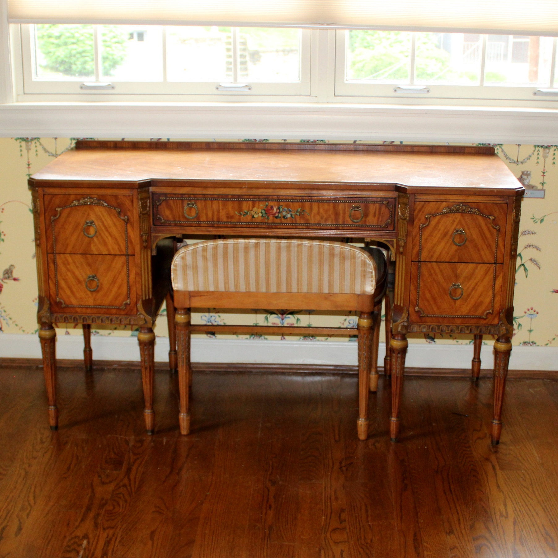 style dressing table and chair by sligh furniture