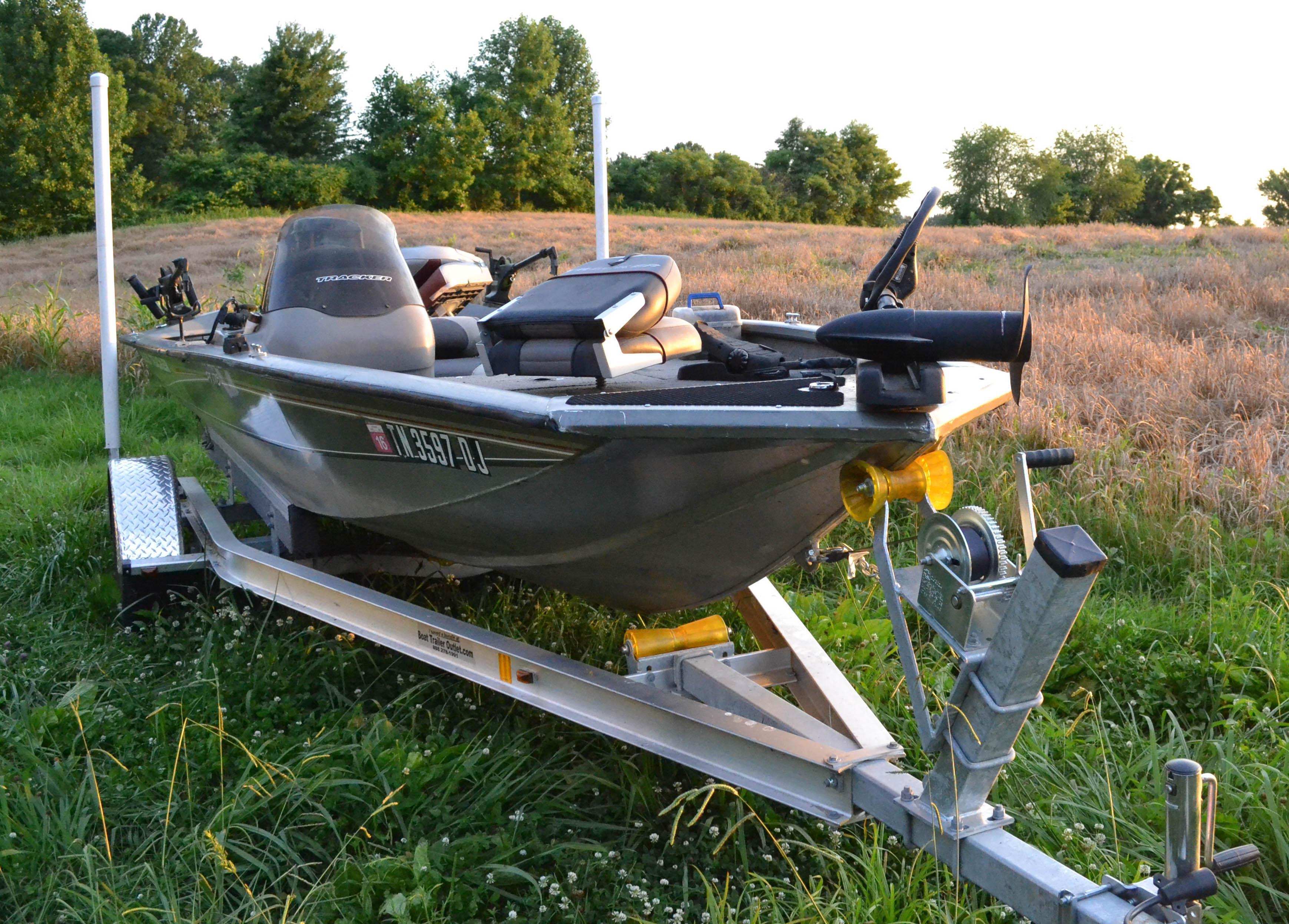 2004 Bass Tracker Pt175   Ebth