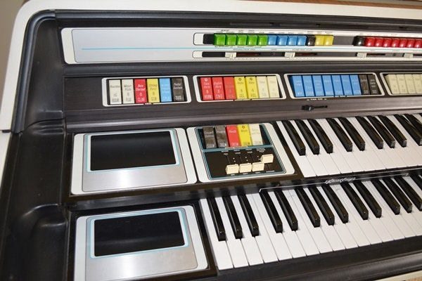 Thomas Organ Co Retro Model 2001 A5 Electric Organ And