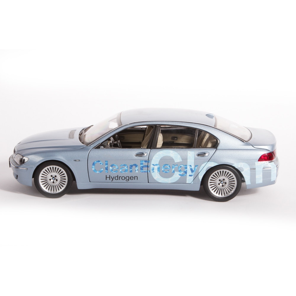1:18 Scale BMW Hydrogen 7 Die-Cast Car by Kyosho