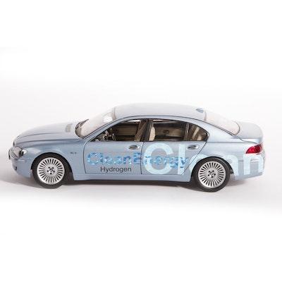 1:18 Scale BMW Hydrogen 7 Die-Cast Car by Kyosho