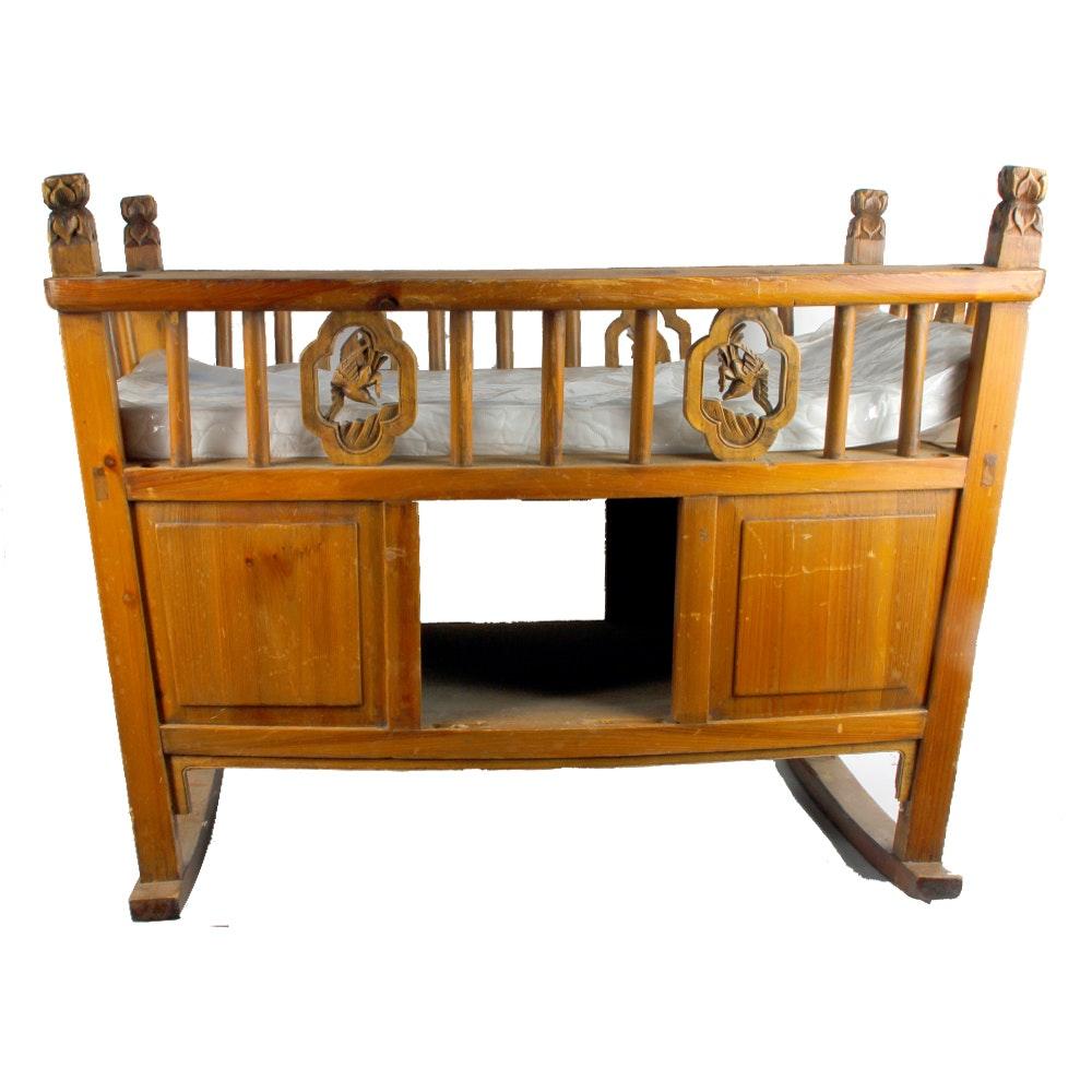 Charmant Vintage Decorative Cradle