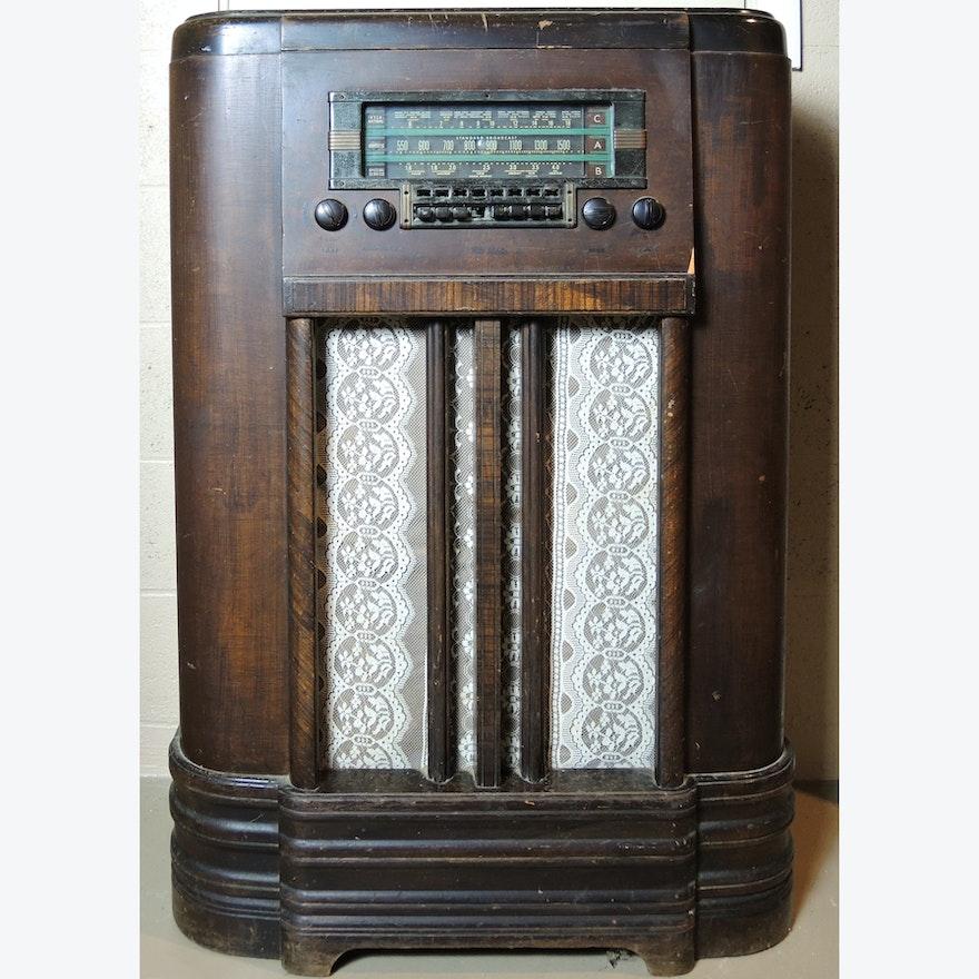 Vintage 1930s RCA K80 Console Radio