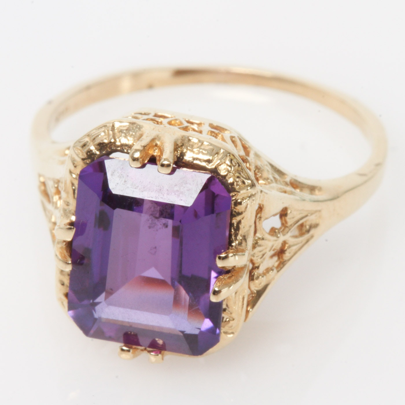 Vintage 14K Yellow Gold and Synthetic Purple Sapphire Cocktail Ring