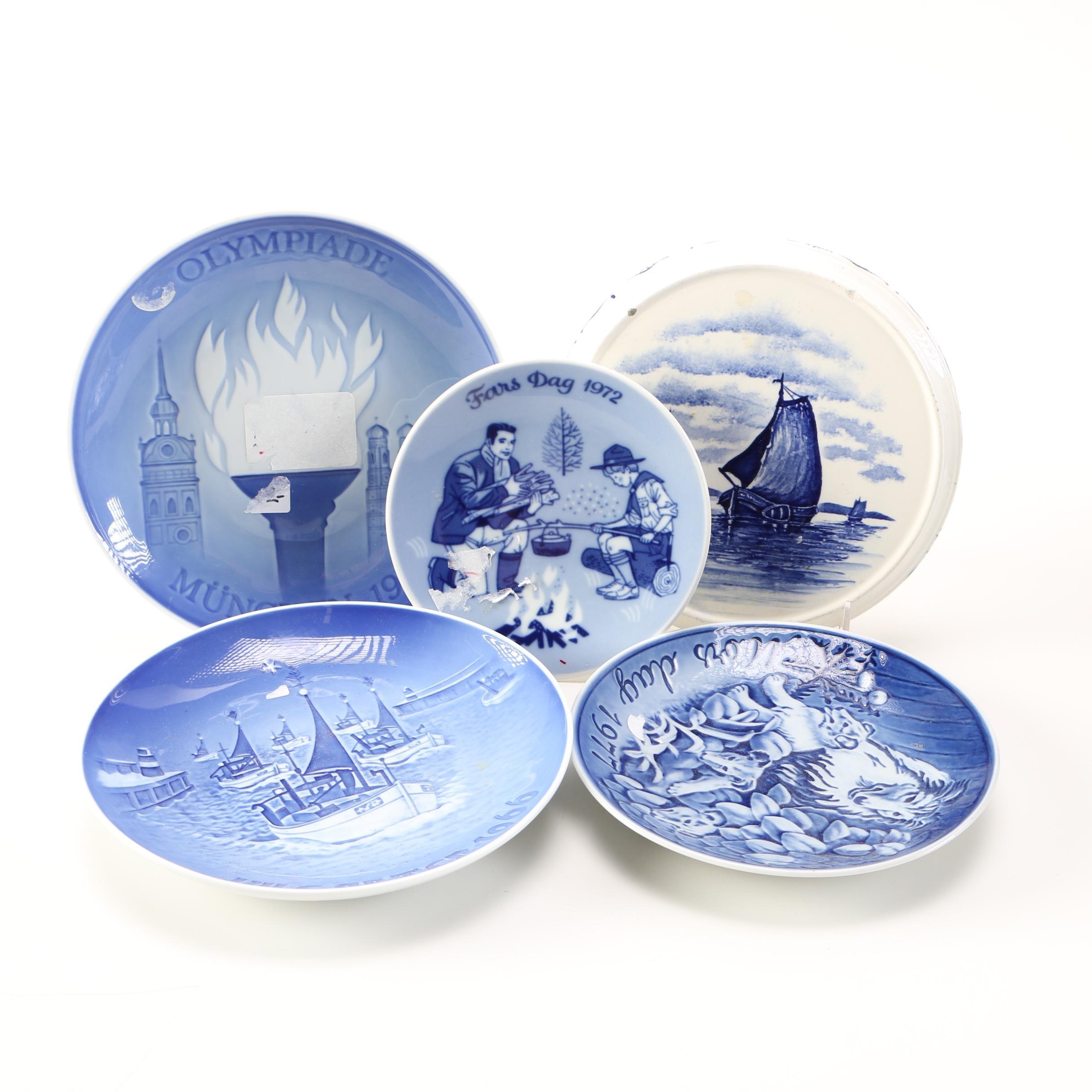 Blue and White Decorative Commemorative Plates Featuring B \u0026 ...  sc 1 st  EBTH.com & Blue and White Decorative Commemorative Plates Featuring B \u0026 G : EBTH
