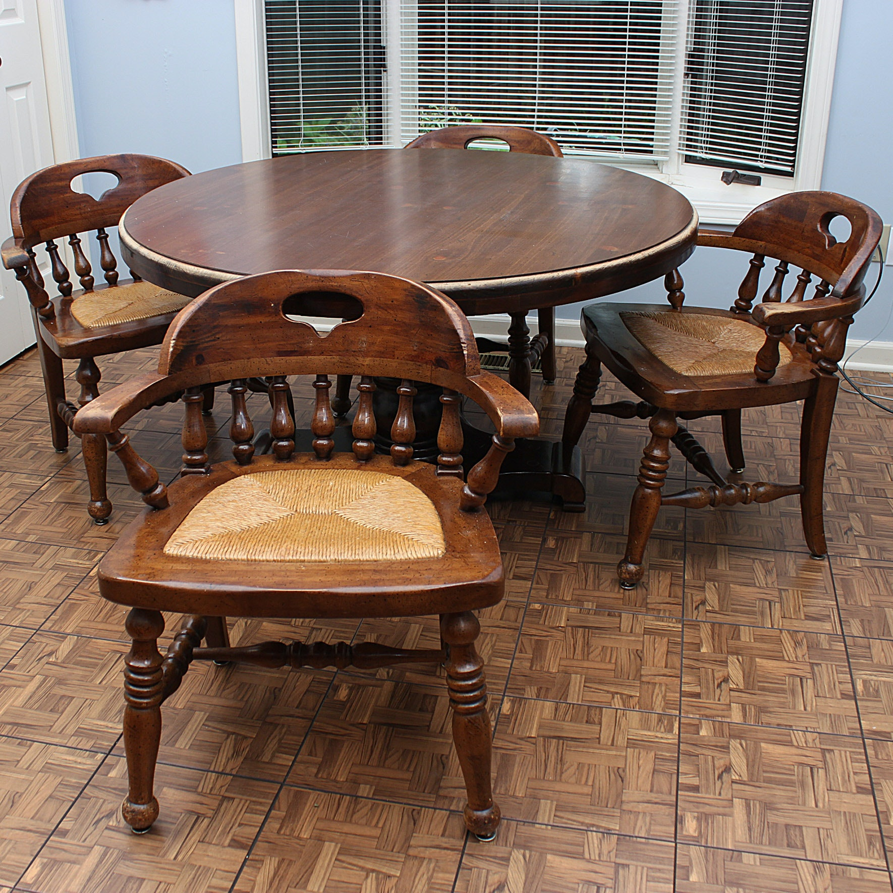 Vintage Thomasville Round Pedestal Table and Chairs