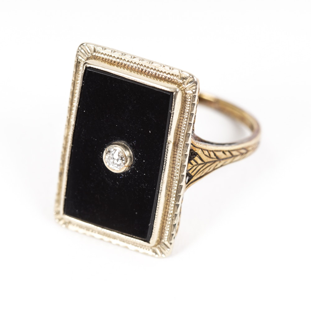 Late Victorian 14K Yellow Gold Ring with Black Onyx and a Diamond