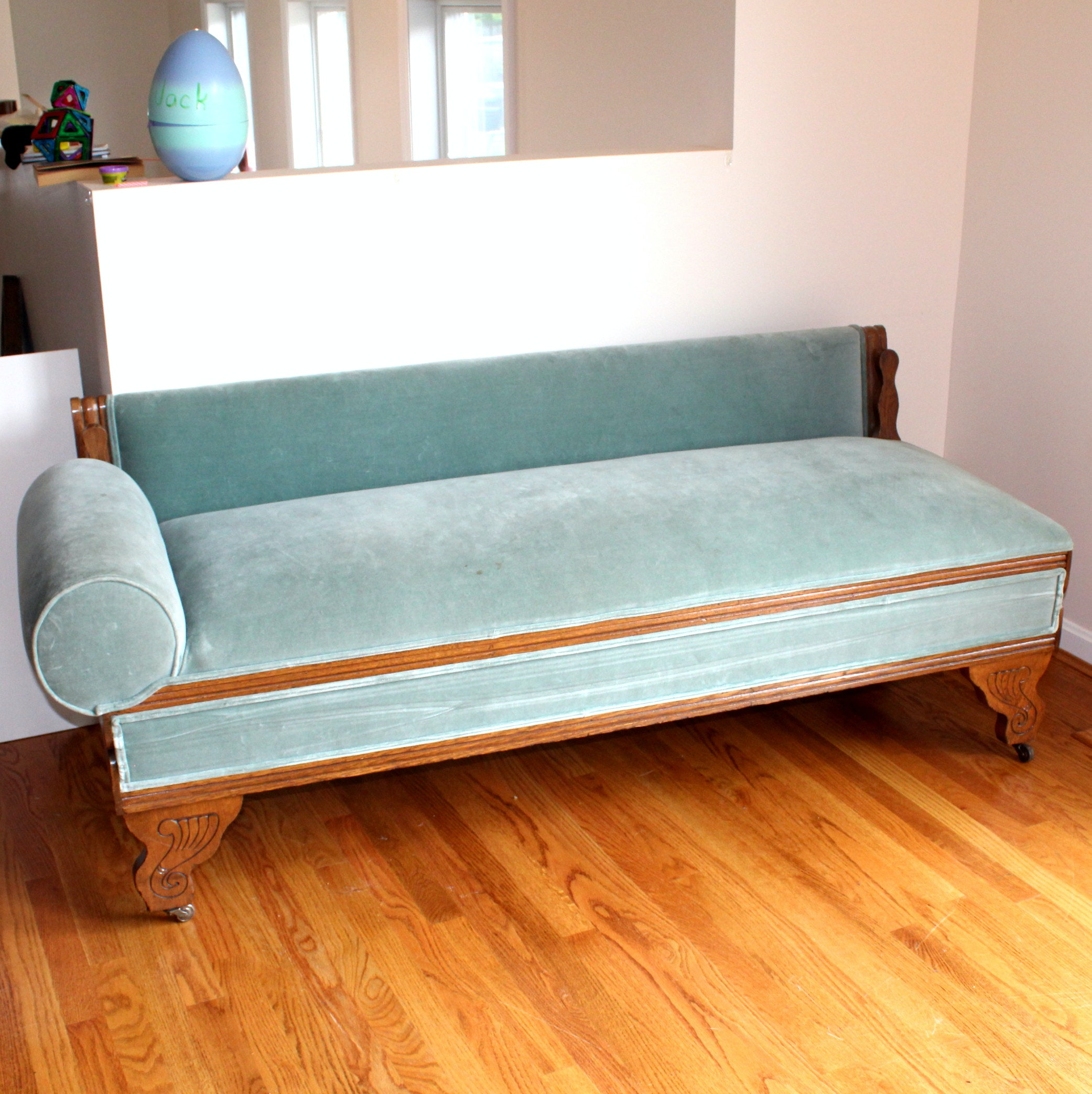 Eastlake Convertible Fainting Couch