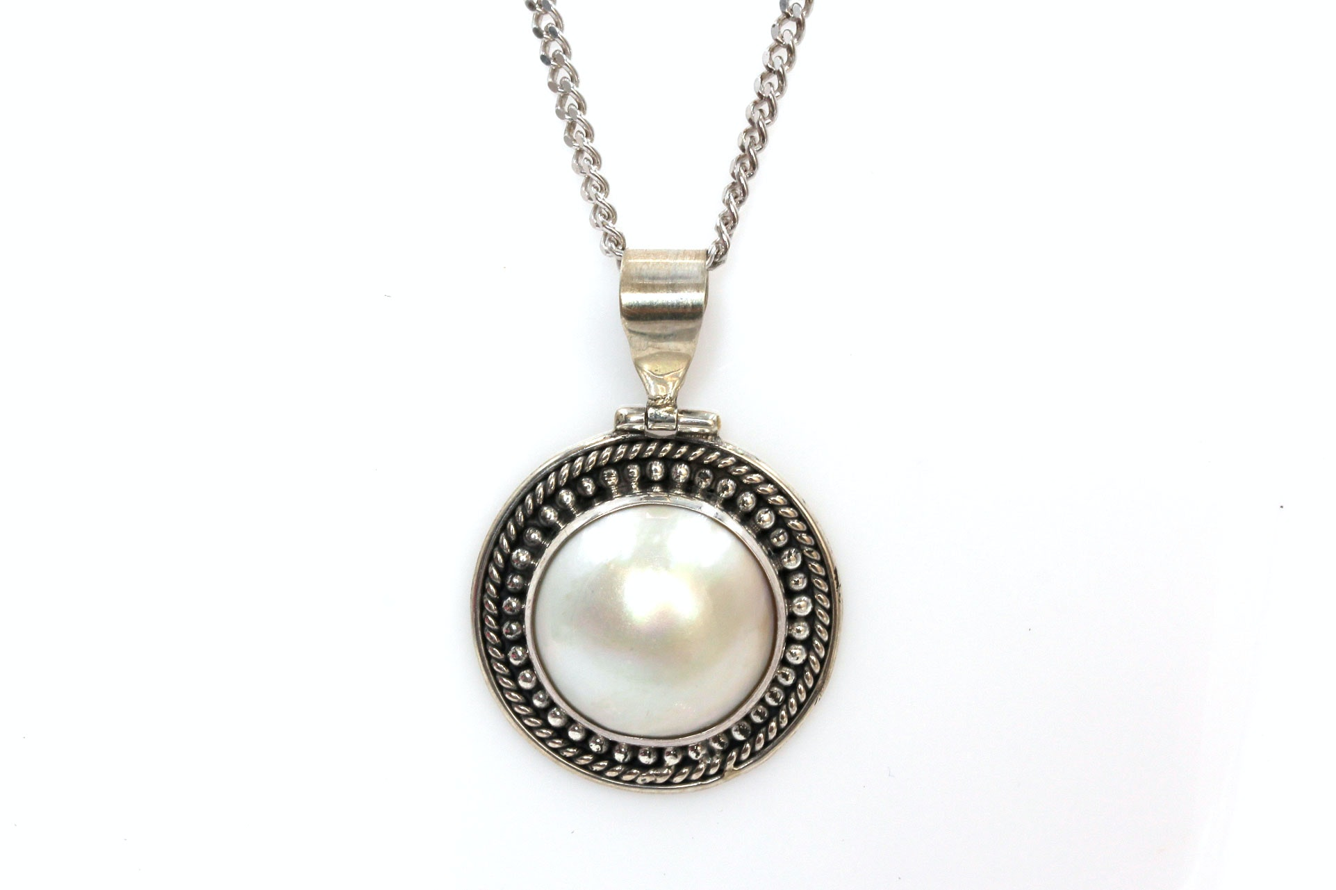 Sterling Silver Mabé Pearl Pendant Necklace