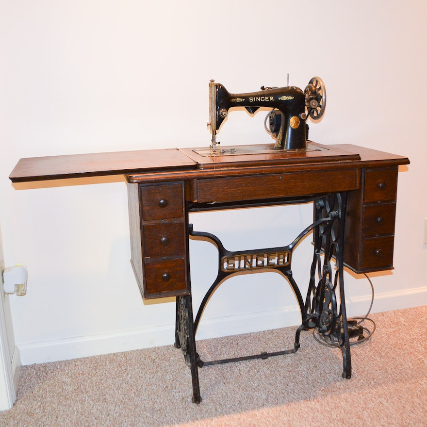 Antique Singer Sewing Machine and Cabinet ... - Antique Singer Sewing Machine And Cabinet : EBTH
