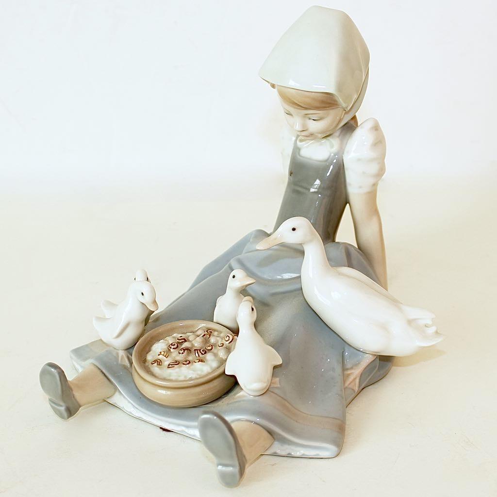 Lladro Porcelain Art Figurine of Girl with Ducks