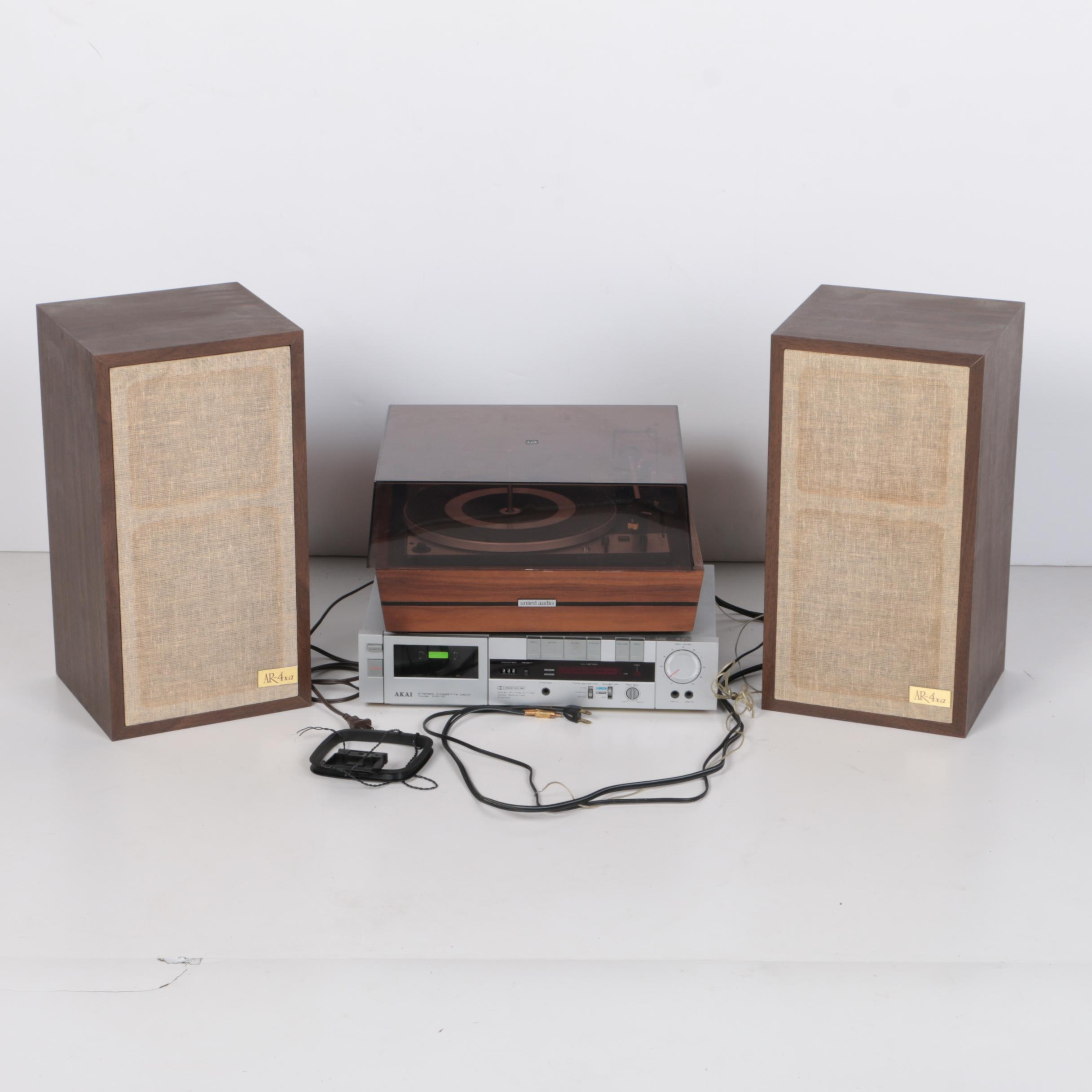 Turn Table With Speakers and Cassette Player